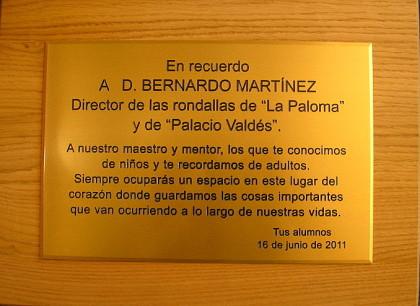 imagen placa homenaje al Maestro Bernardo Martínez